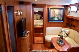 54' Apreamare Express Cruiser 2005 Salon