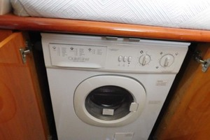 Sunseeker-Predator-2001-Cheryl-Lynn-Stuart-Florida-United-States-Washer/Dryer-1120365