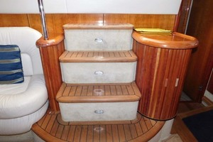 50' Sunseeker Camargue Hard Top with Sunroof 2002 Salon Entry Steps