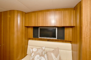 44' Tiara Sovran 2005 Salon TV
