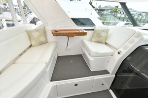 44' Tiara Sovran 2005 Companion Lounge with Table