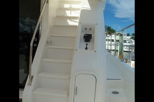 60' Neptunus Flybridge Motoryacht 1999 Flybridge Steps