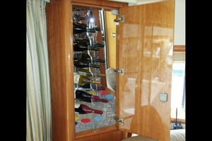 60' Neptunus Flybridge Motoryacht 1999 Salon Wine Cabinet