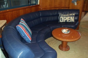55' Neptunus Sedan Cruiser - 3 SR, TNT Lift 1999 Salon Couch Port