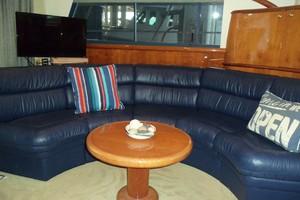 55' Neptunus Sedan Cruiser - 3 SR, TNT Lift 1999 Salon Couch