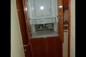 55' Neptunus Sedan Cruiser - 3 SR, TNT Lift 1999 Companionway Laundry