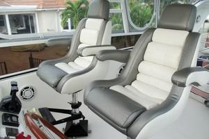 55' Neptunus Sedan Cruiser - 3 SR, TNT Lift 1999 Helm Seats