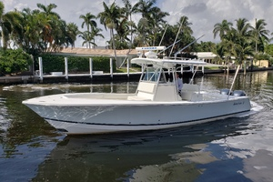 32 REGULATOR is a Regulator Center Console Yacht For Sale in Fort Lauderdale--5