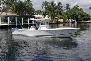 32 REGULATOR is a Regulator Center Console Yacht For Sale in Fort Lauderdale--2
