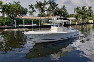 32 REGULATOR is a Regulator Center Console Yacht For Sale in Fort Lauderdale--4