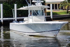 32 REGULATOR is a Regulator Center Console Yacht For Sale in Fort Lauderdale--0