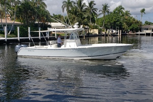 32 REGULATOR is a Regulator Center Console Yacht For Sale in Fort Lauderdale--1