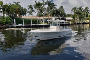 32 REGULATOR is a Regulator Center Console Yacht For Sale in Fort Lauderdale--3