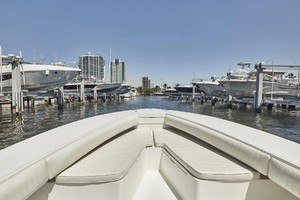 32 REGULATOR is a Regulator Center Console Yacht For Sale in Fort Lauderdale--14