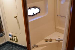 50' Carver 506 Motor Yacht 2001 Master Bath
