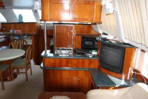 50' Carver 506 Motor Yacht 2001 Salon