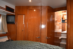50' Carver 506 Motor Yacht 2001 VIP Stateroom