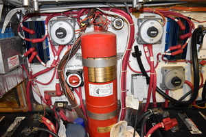 50' Carver 506 Motor Yacht 2001 Engine Room
