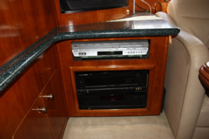50' Carver 506 Motor Yacht 2001 Entertainment Center