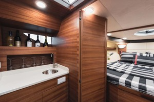 32' Dyna Express 2019 Galley