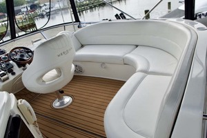 45' Meridian 459 Motoryacht 2006 Helm Area Seating
