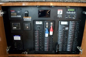 45' Meridian 459 Motoryacht 2006 Electrical Panel