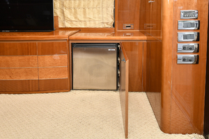 84' Princess 84 Flybridge  2006 Salon Refrigerator