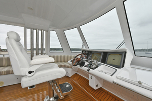 Princess-84-Flybridge-2006-Impromptu-II-Center-Island-New-York-United-States-Helm-Station--1068760-thumb