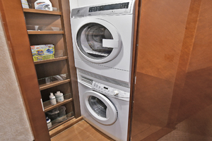Princess-84-Flybridge-2006-Impromptu-II-Center-Island-New-York-United-States-Washer/Dryer-Units-1068790-thumb