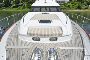 84' Princess 84 Flybridge  2006 Foredeck