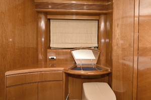 84' Princess 84 Flybridge  2006 VIP Stateroom