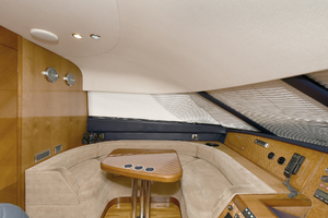 84' Princess 84 Flybridge  2006 Lower Helm Skylounge