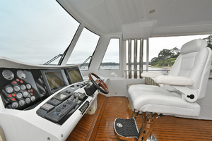 84' Princess 84 Flybridge  2006 Helm Station