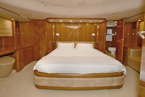 84' Princess 84 Flybridge  2006 VIP Stateroom - Forward