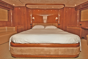 84' Princess 84 Flybridge  2006 Master Stateroom
