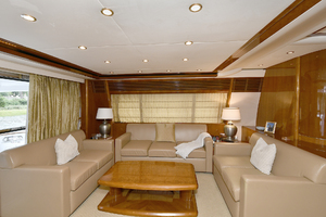 84' Princess 84 Flybridge  2006 Salon Seating