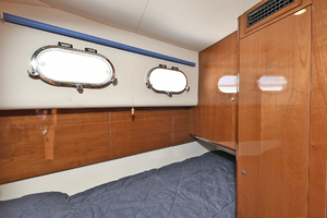 84' Princess 84 Flybridge  2006 Crew Quarters