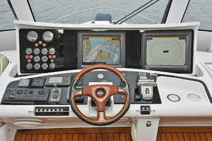 84' Princess 84 Flybridge  2006 HelmStation