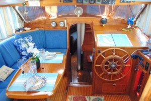 40' Nauticat 40 1985 Pilothouse Area