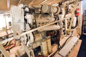 60' Hatteras 60 Flybridge 1979 Starboard Engine