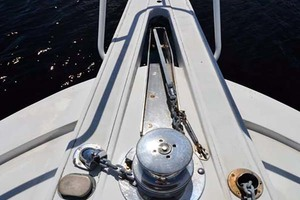 60' Hatteras 60 Flybridge 1979 Anchor and Windlass
