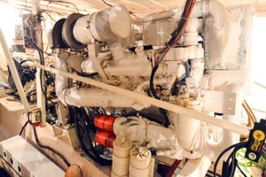 60' Hatteras 60 Flybridge 1979 Port Engine
