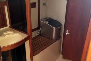 40' Sabre 402 2001 Shower Stall
