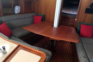 40' Sabre 402 2001 Main Salon Leaf Table Open