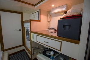 51' Ocean Alexander 510 Classico 2001 Laundry Room