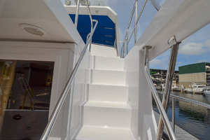 51' Ocean Alexander 510 Classico 2001 Molded Steps
