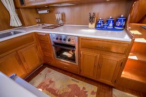 51' Ocean Alexander 510 Classico 2001 Galley & Oven