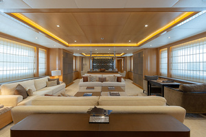 147' Sunrise Motor Yacht 2014 Main Salon
