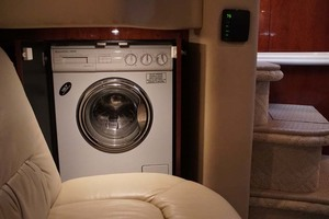 51' Sea Ray 510 Sundancer 2002 Washer / Dryer