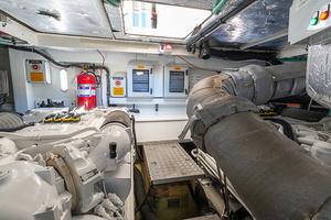 71' Sunseeker Sport  2014 Engine Room